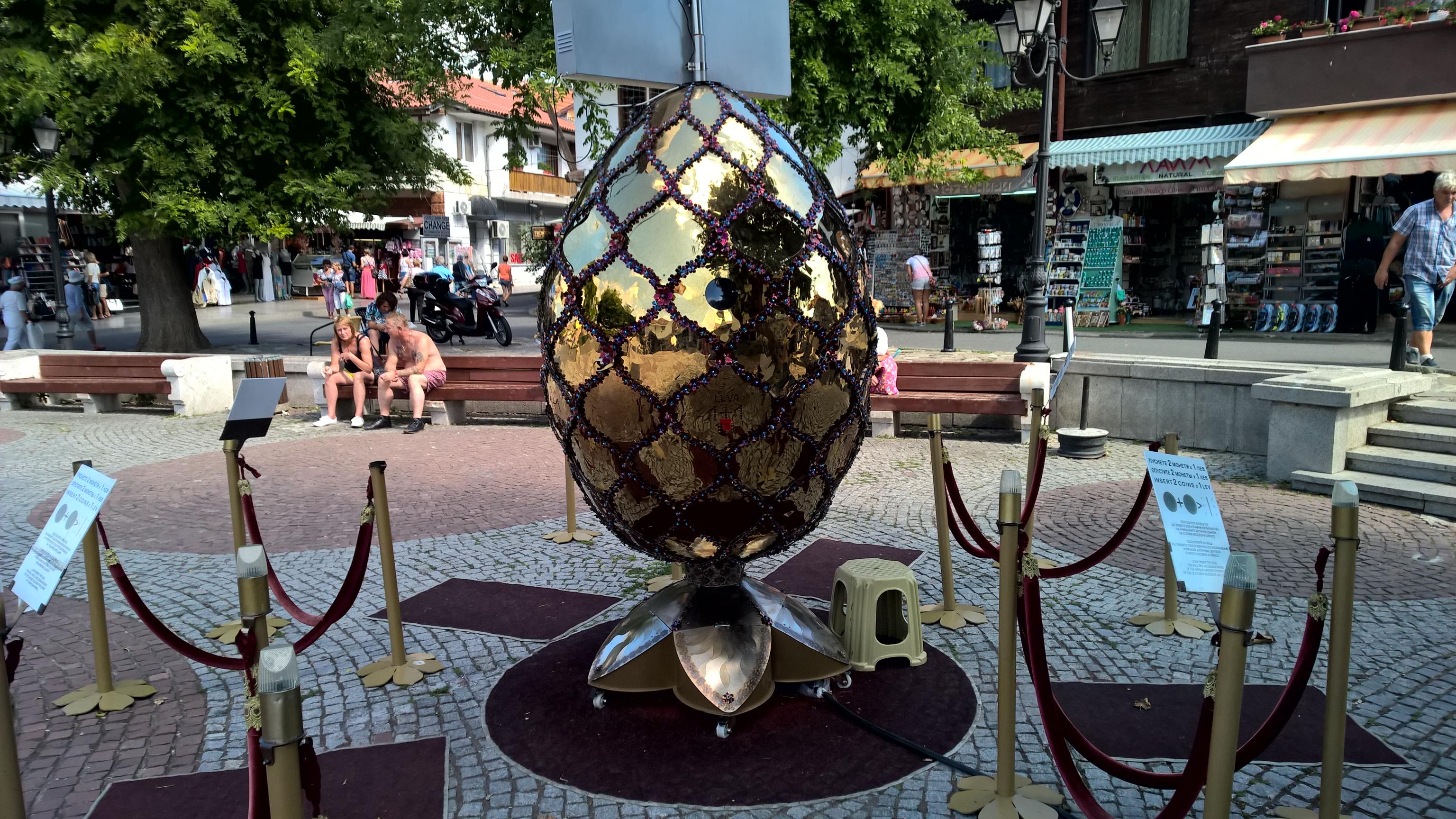 Das Ei öffnet sich gegen Geld